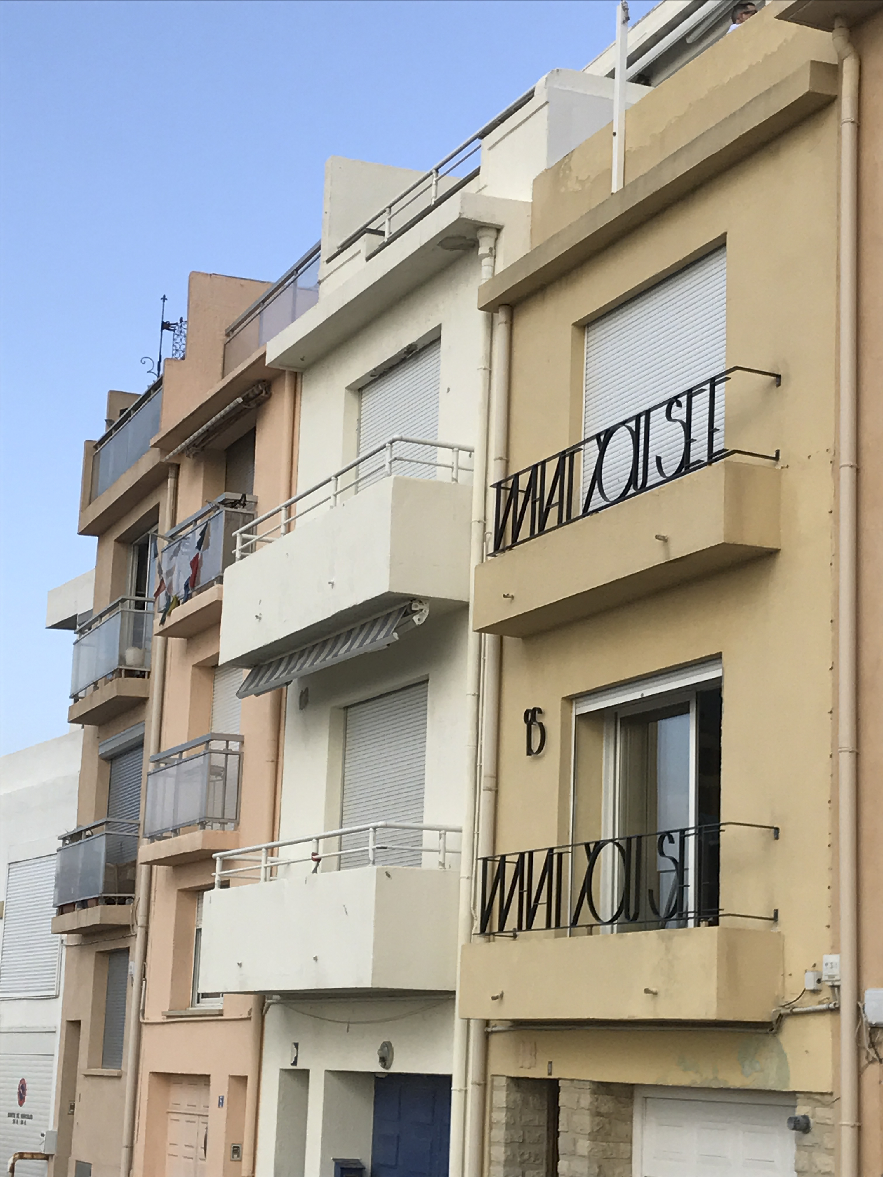facade-accessory-in-marseille-france